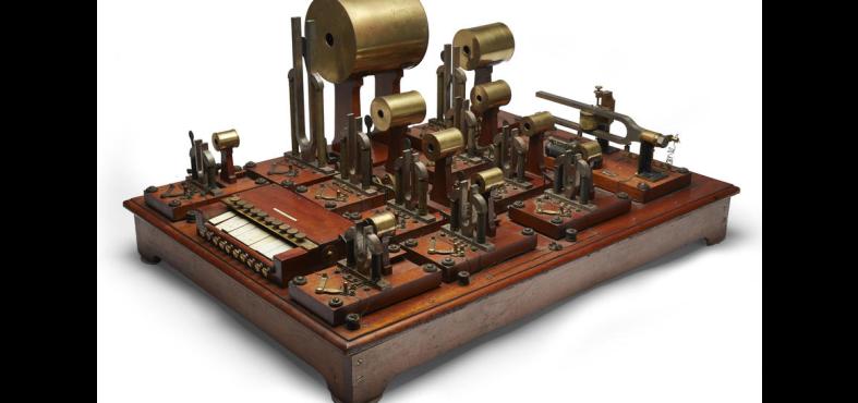 Actual photo of the synthesizer provided by Bonhams // via bonhams.com
